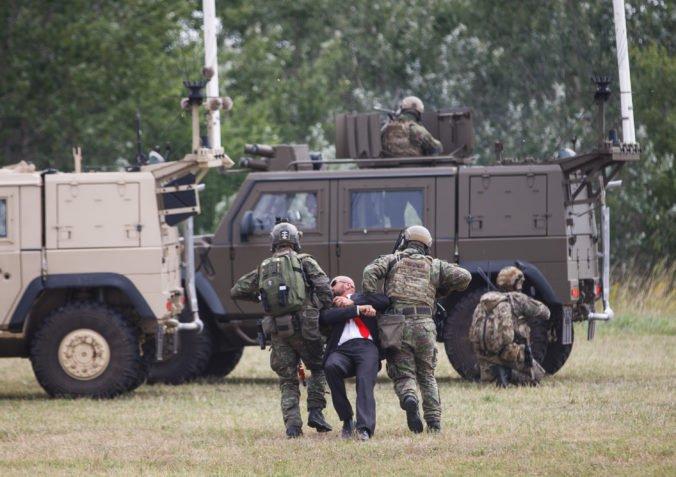Foto: Slovenské špeciálne jednotky predviedli ukážku nasadenia šéfovi vojenského výboru NATO