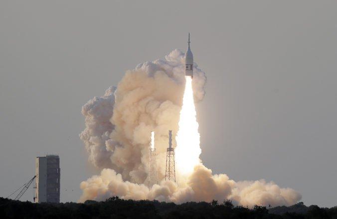 Video: NASA otestovala únikový systém kozmickej lode Orion, ktorá má vyniesť astronautov na Mesiac