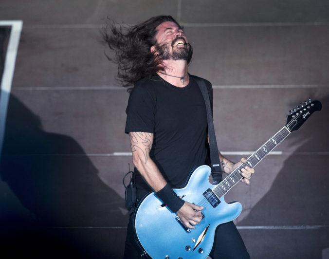 Americká kapela Foo Fighters zverejnila nové EP s tromi živými skladbami