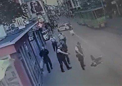 Polícia zastavila trestné stíhanie voči útočníkovi z Obchodnej ulice, vyšetrovateľ navrhol liečenie