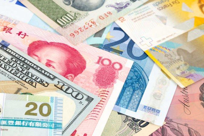 Dolár stúpol oproti jenu aj voči euru, Powel prednesie v Kongrese správu o menovej politike