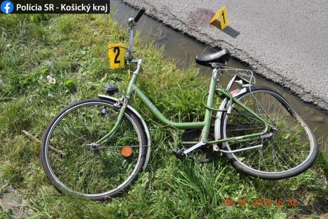 Foto: Polícia hľadá svedkov nehôd, autobus zachytil chodca a neznámy vodič zrazil cyklistku