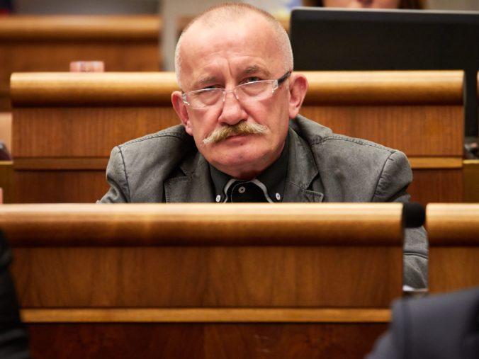 Najvyšší súd oslobodil Kotlebovho poslanca Mizíka, za nenávistný status na Facebooku pykať nebude