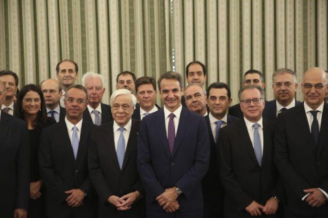 Nová grécka vláda zložila prísahu, spolieha sa na skúsených politikov aj technokratov