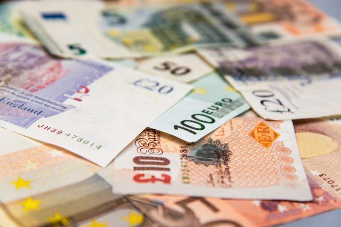 Európska komisia zredukovala prognózu rastu ekonomiky eurozóny, ale euro voči doláru posilnilo