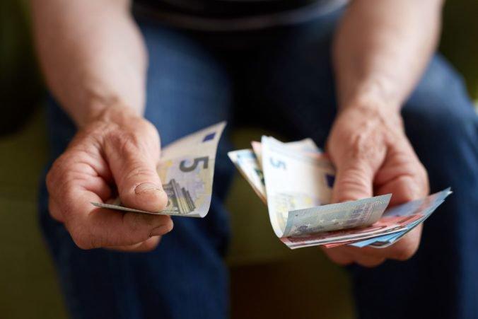 Klub 500 odmieta zvýšenie minimálnej mzdy na 635 eur, vyššie odvody zaplatia nielen Slováci