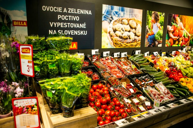 Najobľúbenejším ovocím Slovákov sú jahody a banány, zo zeleniny jednoznačne paradajky