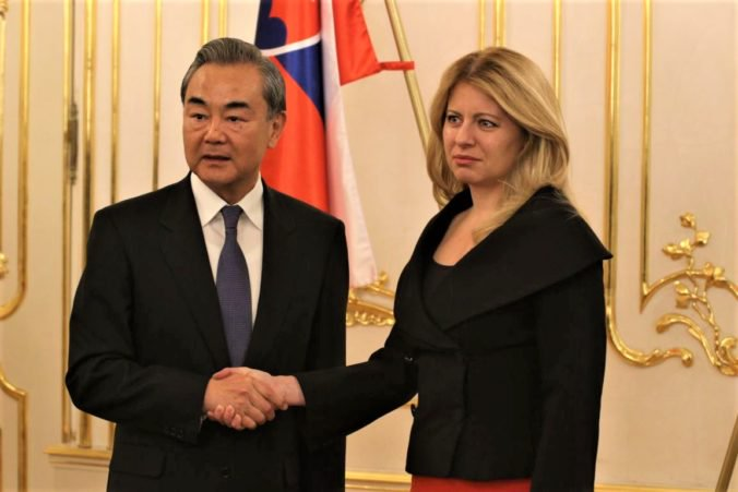 Prezidentka Čaputová vyjadrila pred čínskym ministrom obavy z porušovania ľudských práv v Číne