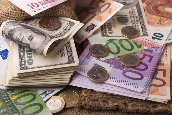 Americké spotrebiteľské ceny stúpli, dolár klesol voči jenu aj oproti euru