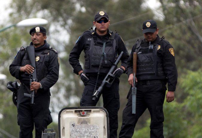 Mexická polícia našla pri vyšetrovaní trestnej činnosti viac než dva milióny dolárov v hotovosti
