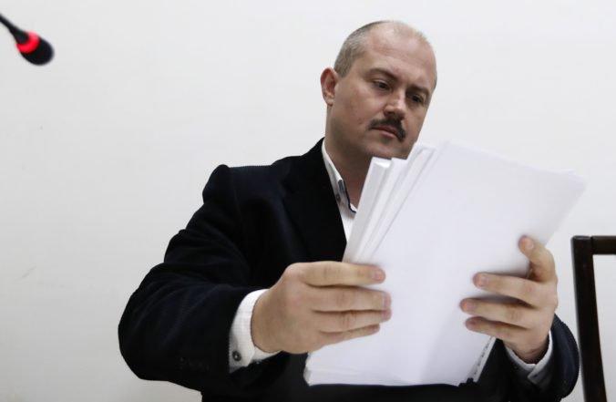 Prokurátor musí prepracovať obžalobu v kauze Kotlebových šekov s údajne neonacistickým symbolom