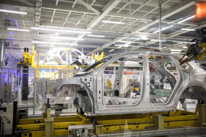 Zamestnanci Volkswagenu budú mať istotu práce a vyššie mzdy, odbory sa dohodli na kolektívnej zmluve