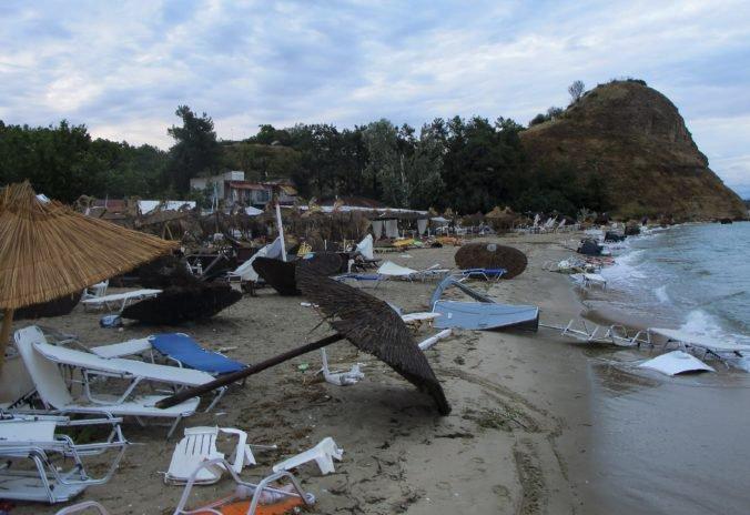 Foto: Na severe Grécka po búrke hrozia výpadky elektriny, región Chalkidík hlásil mimoriadny stav