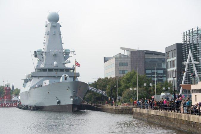 Napätie medzi Iránom a Veľkou Britániou rastie, do Perzského zálivu mieri torpédoborec HMS Duncan
