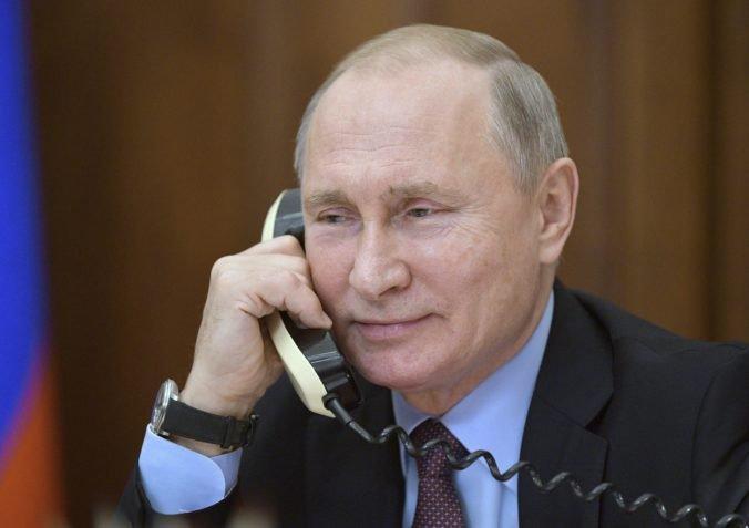 Putin telefonoval s prezidentom Zelenským, hovorili o vojne na východe Ukrajiny