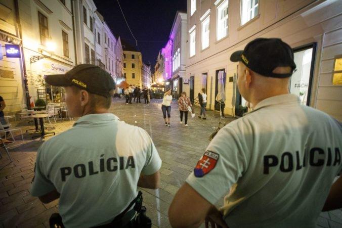 Z výtržníctva na Ventúrskej ulici obvinili sedem chuligánov, polícia žiada verejnosť o videozáznamy