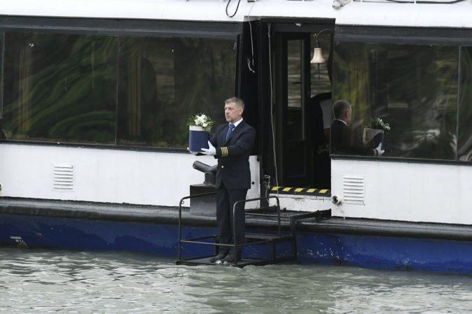 Zvonenie zvonov a húkanie sirén, v Budapešti si pripomenuli obete potopenia lode na Dunaji