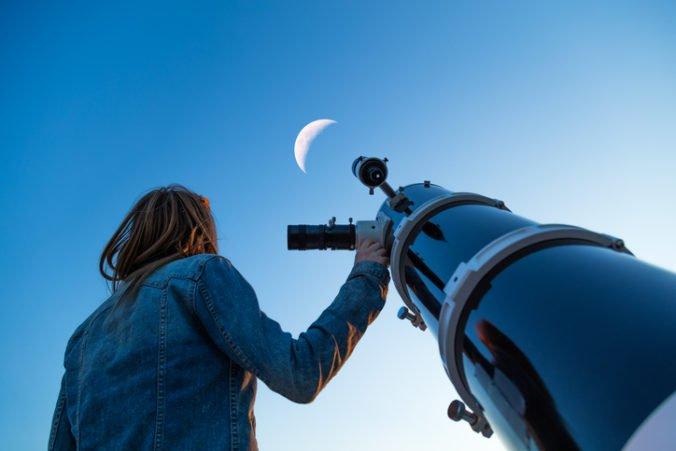 Čaká nás čiastočné zatmenie Mesiaca, Slováci budú môcť pozorovať aj planéty Saturn a Jupiter
