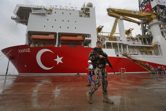 Európska únia schválila sankcie proti Turecku, pri Cypre robí nelegálne vrty na ťažbu plynu