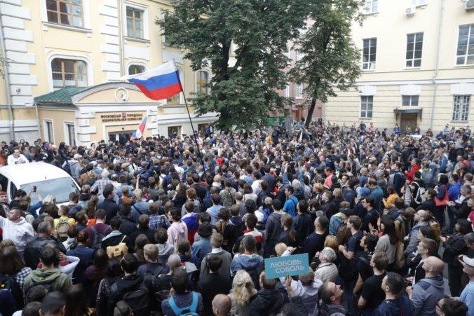 Video: Stovky ľudí opäť demonštrovali v Moskve na podporu opozičný kandidátov do dumy