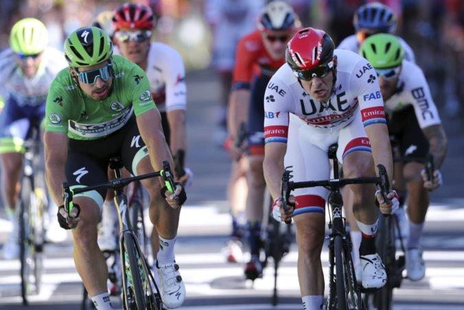 Výdatné raňajky, večera o ôsmej, ale aj niečo na dobrú noc. Kedy a čo jedia cyklisti na Tour de France?