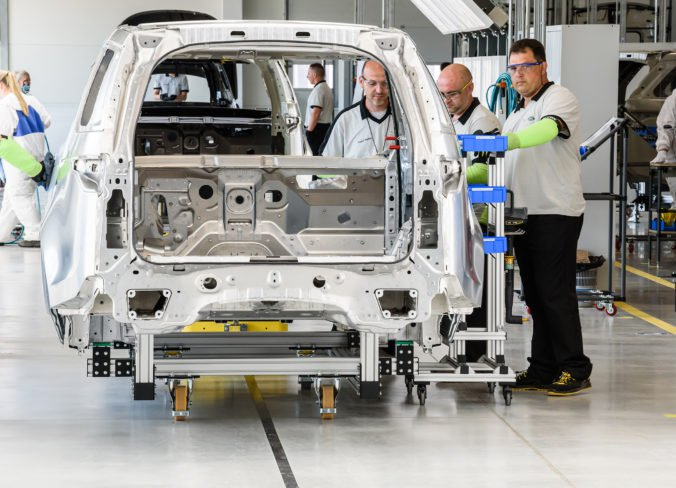Nitriansky Jaguar odmieta tvrdenia, že zamestnancov demotivujú nízke platy a pomalý kariérny rast