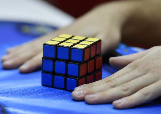 Umelá inteligencia sa sama naučila riešiť Rubikovu kocku, na poskladanie potrebovala len sekundu
