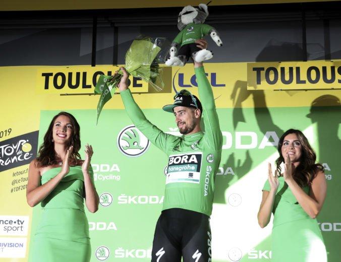 Video: Musel som sa vyhnúť cyklistovi, ktorý zaostal, priblížil Sagan záver 11. etapy Tour de France 2019