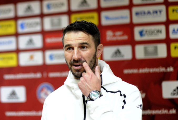 Tréner Ševela skončil na lavičke Slovana Bratislava, môže za to prehra v predkole Ligy majstrov