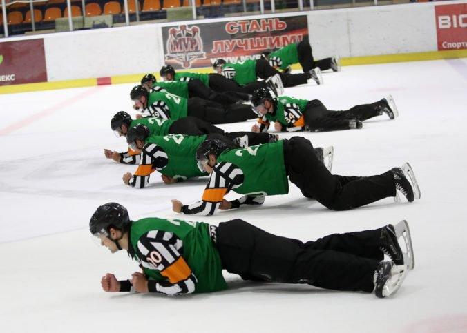 V KHL zaviedli nezvyklé pravidlá pre rozhodcov, za porušenie ich čakajú pokuty