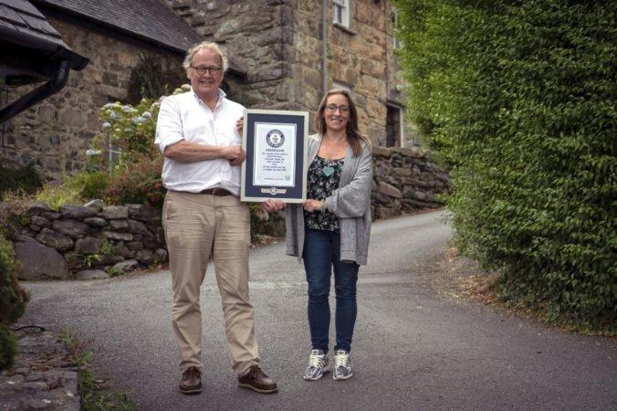 Video: Mesto Harlech sa dostalo do Guinessovej knihy rekordov, má najstrmšiu ulicu na svete
