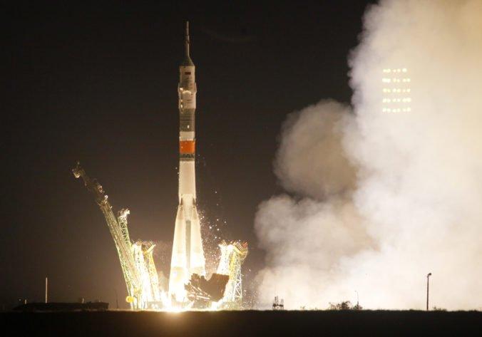 Z Bajkonuru odštartovala nová posádka na ISS, pre jedného z členov to bude tretí pobyt vo vesmíre
