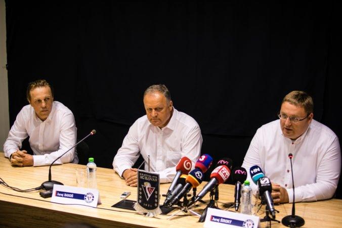 Hokejový Slovan skladá tím najmä zo Slovákov, je to postavené na obojstrannej dôvere