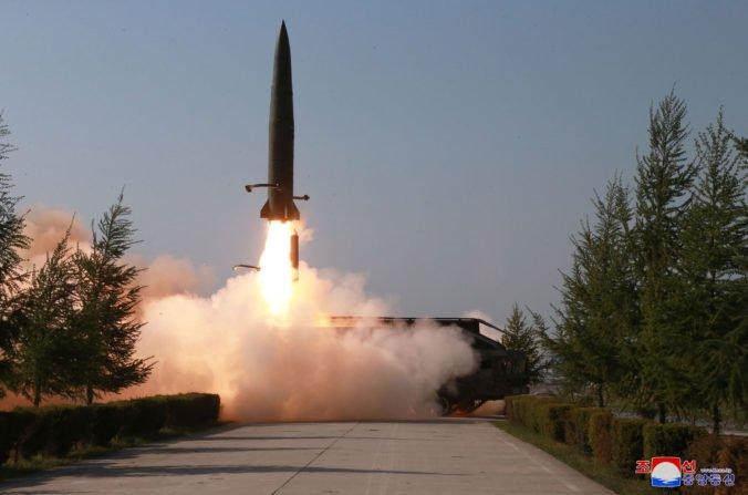 Severná Kórea vystrelila dve rakety, leteli zhruba 430 kilometrov