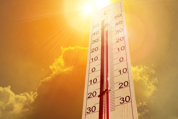 V troch krajoch Slovenska meteorológia zvýšili výstrahu pred vysokými teplotami