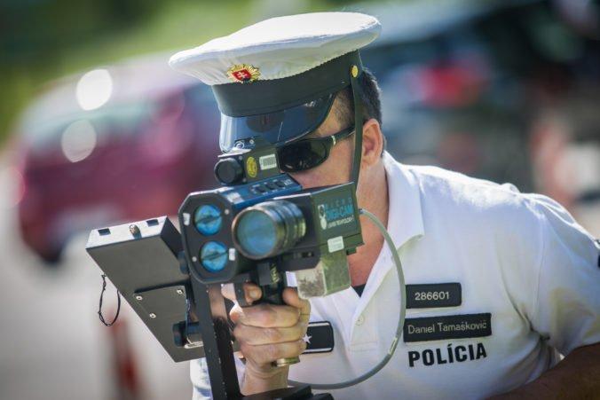 Vodiči v Trnavskom kraji jazdili prirýchlo aj nepripútaní, policajti chytili aj opitých cyklistov