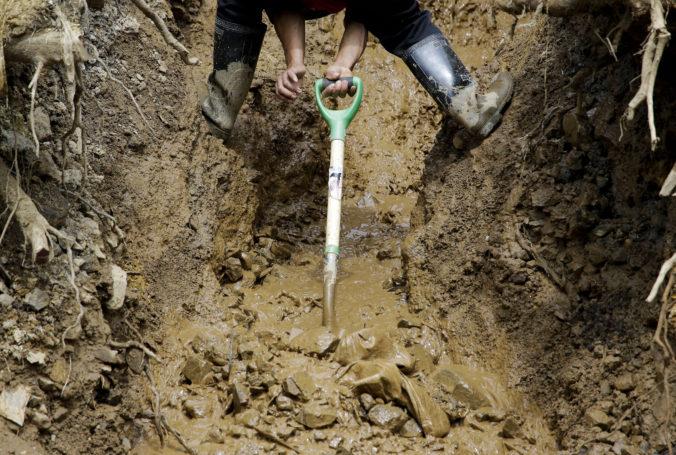 Zosuv pôdy v Maroku zavalil dodávku s pätnástimi ľuďmi, auto bolo v hĺbke dvadsať metrov