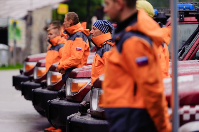 Horskí záchranári pomáhali 84-ročnej Švajčiarke, spadla na turistickom chodníku a poranila si hlavu