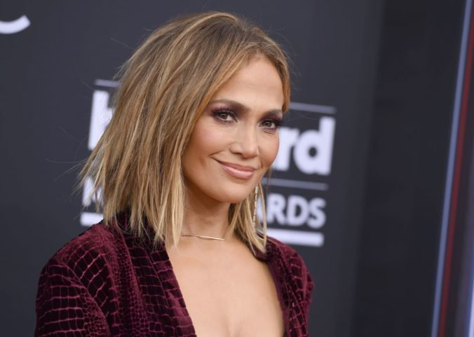 Jennifer Lopez si zahrá hlavnú postavu snímky The Godmother, film vraj chce aj režírovať