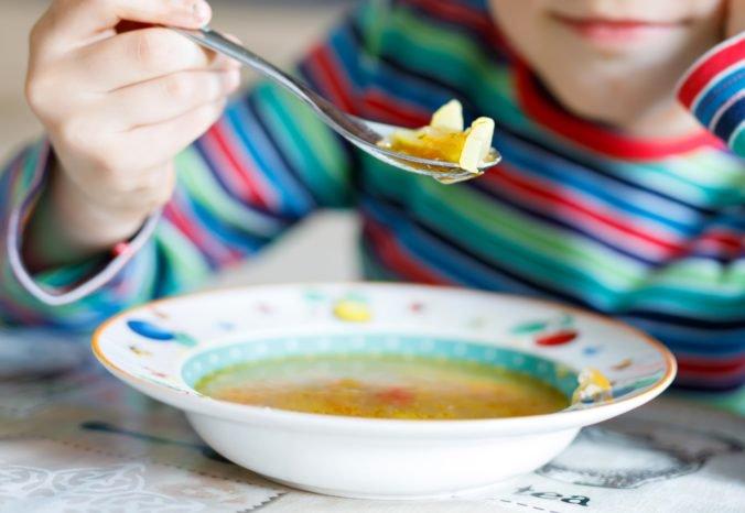 Úrad verejného zdravotníctva pripravil odporúčania, ako minimalizovať riziko nákaz z potravín