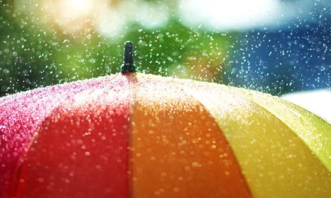 K Slovensku sa blížia silné búrky, meteorológovia varujú pred prívalovými dažďami