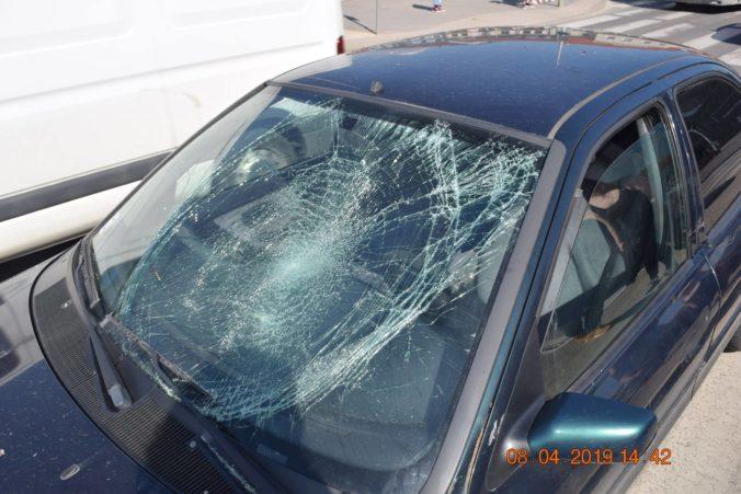 Vodič Octavie zrazil chodca mimo priechodu, tragickú nehodu vyšetruje polícia