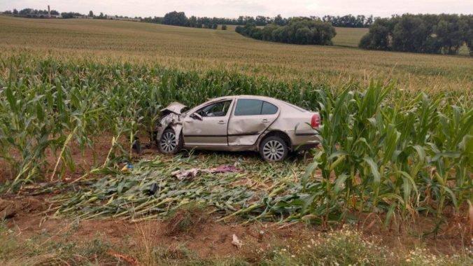 Foto: Mladý vodič sa pri predbiehaní viacerých áut nevyhol čelnej zrážke, nehodu neprežil