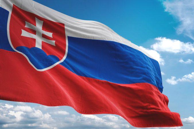 Smer-SD podporil výstavbu Dankovho stožiara pred parlamentom, medzi darcami je aj Fico