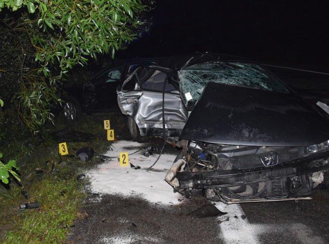 Foto: Mladý spolujazdec neprežil zrážku s Audi, v aute našli striekačku aj podozrivú sušinu