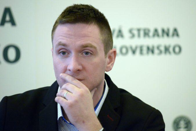 Kotlebovec Uhrík priznal, že klamal a listom sa ospravedlnil Mičevovi