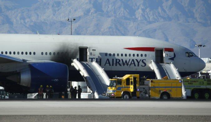 """Lietadlu British Airways horel motor, cestujúci """"vystupovali"""" po evakuačnej kĺzačke"""