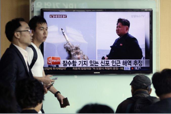 Severná Kórea je rozhorčená vojenskými cvičeniami USA a Južnej Kórey, vypálila dve balistické rakety