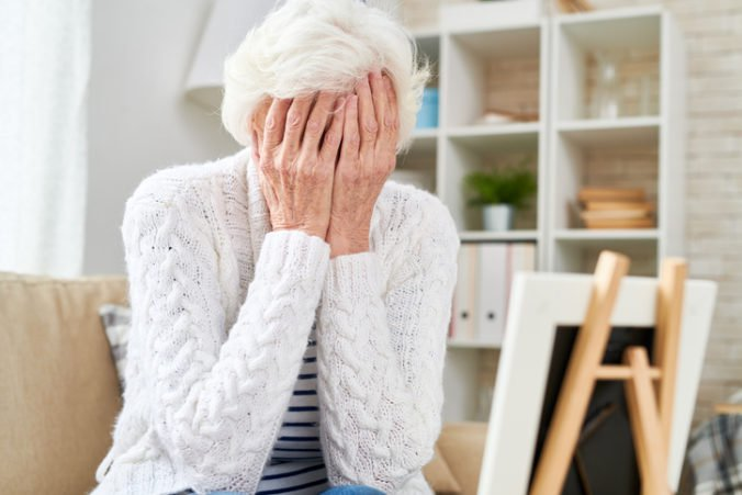 Dôverčivá dôchodkyňa prišla o tisíce eur, podvodník sa cez telefón predstavil ako jej vnuk