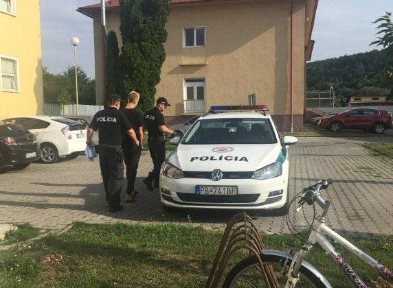 Foto: Denis jazdil na D1 s vypnutými svetlami a potom ho chytili opitého, obvineniu sa už nevyhol